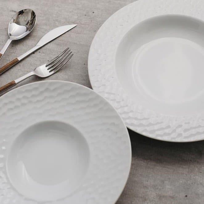 Pratos brancos